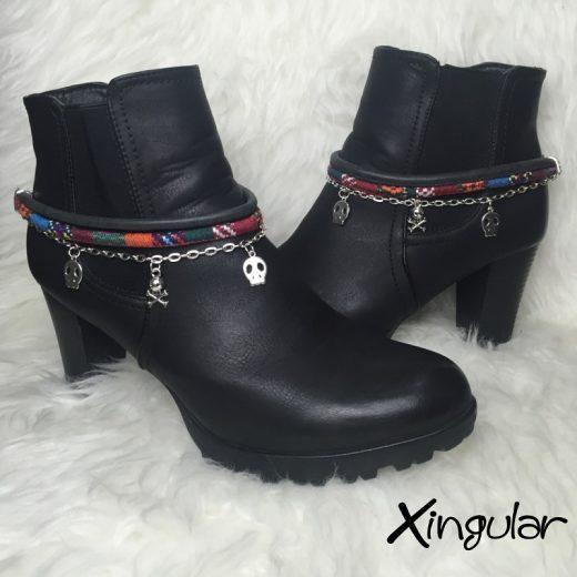 pulsera botas calavera negra y etnico burdeos par