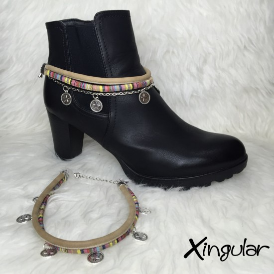 pulsera botas monedas beige muestra