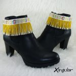 cubrebotas-cinta-etnica-blanca-con-flecos-dorados-par