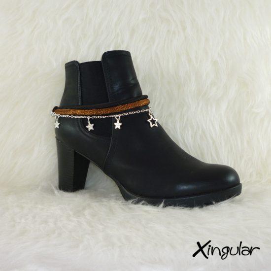 pulsera-botas-metalizadas-cobre-y-cordon-raso-negro
