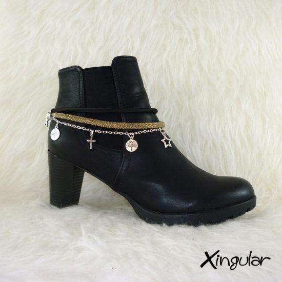 pulsera-botas-metalizadas-dorada-y-cordon-raso-negro-2