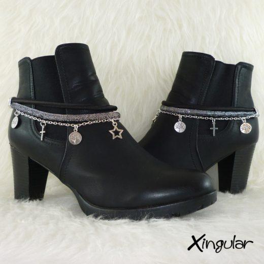 pulsera-botas-metalizadas-plata-y-cordon-raso-negro-par