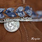 pulsera botas trenzada azul detalle