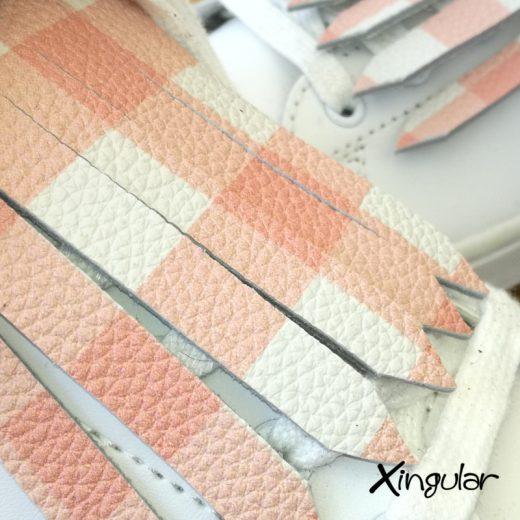 flecos zapatillas cuadros rosas detalle
