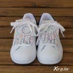 flecos zapatillas circulos pintados juntos