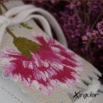 flecos zapatillas claveles rosas detalle