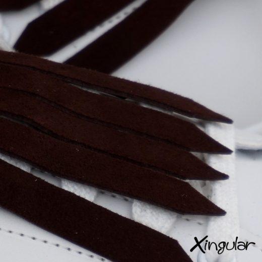 flecos zapatillas ante chocolate detalle