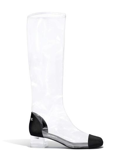 La-fiebre-por-las-prendas-y-complementos-transparentes-botas de vinilo